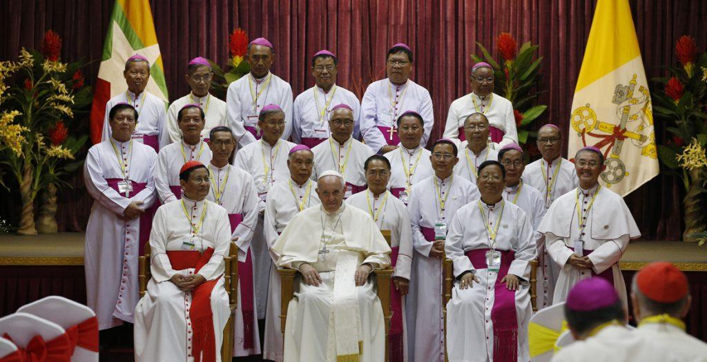 papa Francisco con los obispos de Myanmar 29 noviembre 2017