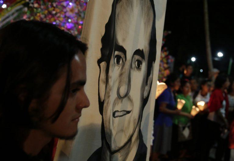 marcha en El Salvador en memoria de Ignacio Ellacuría y jesuitas asesinados 1989 mártires de la UCA 2017