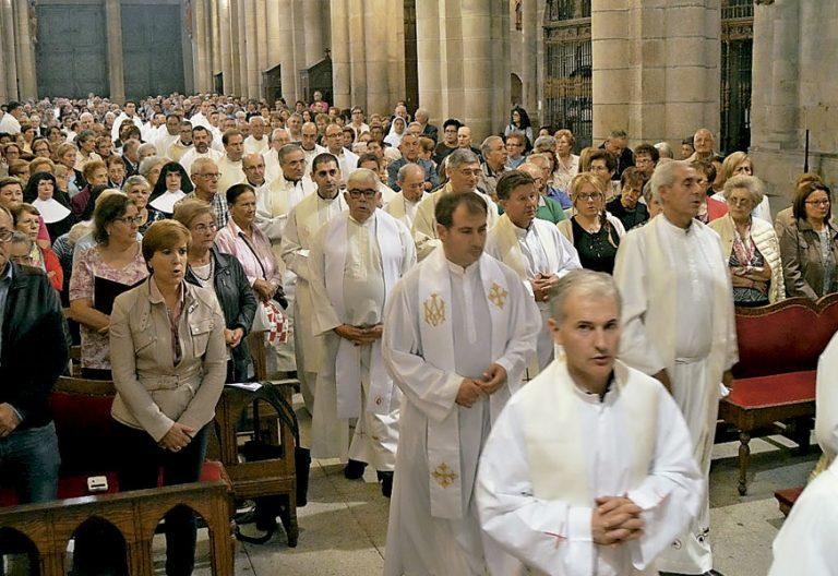 sínodo diocesano de Ourense misa de apertura de los trabajos en grupo