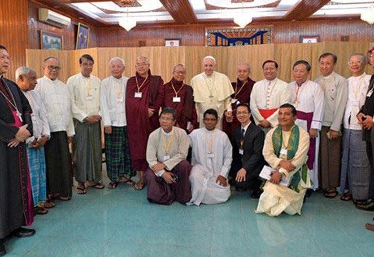 papa Francisco con líderes religiosos de Myanmar Rangún 28 noviembre 2017 viaje apostólico Myanmar y Bangladesh