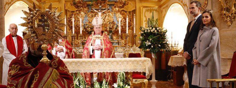 Reyes de España Felipe VI y Letizia visitan Carava de la Cruz Año Jubilar noviembre 2017
