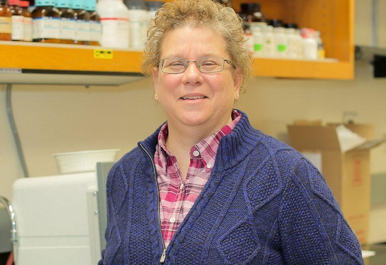 Gayle Woloschak profesora de biología molecular y de religión en Chicago cristiana ortodoxa experta en bioética