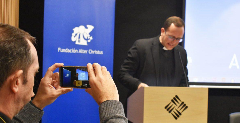 El sacerdote Miguel Garrigós, en los premios Alter Christus 2017