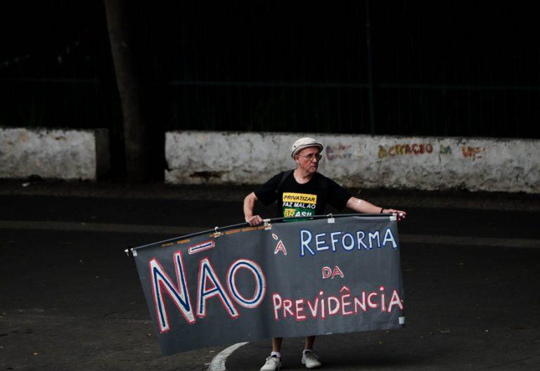 manifestación de protesta en Brasil contra la reforma del sistema de jubilaciones y pensiones propuesta por el gobierno diciembre 2017