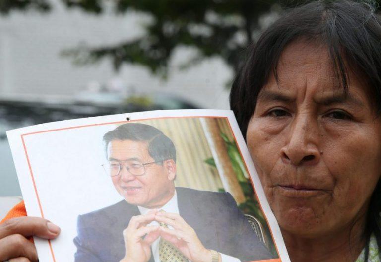 Una simpatizante de Alberto Fujimori, tras el anuncio de su indulto/EFE