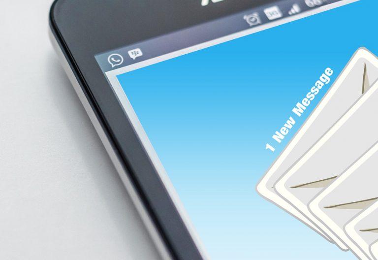 aplicación de correo electrónico en el teléfono móvil