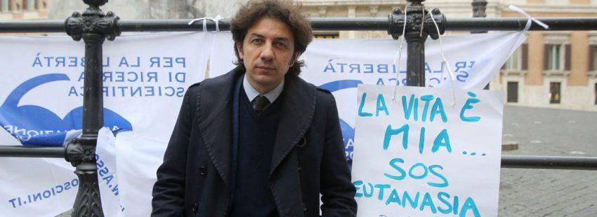 activista protesta para conseguir la ley italiana a favor de la eutanasia