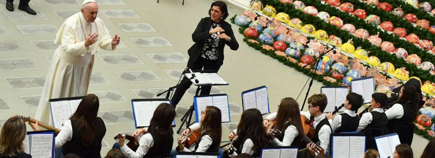 papa Francisco saluda a orquesta infantil en audiencia general miércoles 13 diciembre 2017