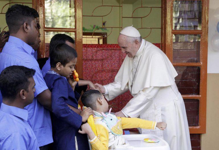 papa Francisco visita la Casa Madre Teresa en Bangladesh 2 diciembre 2017