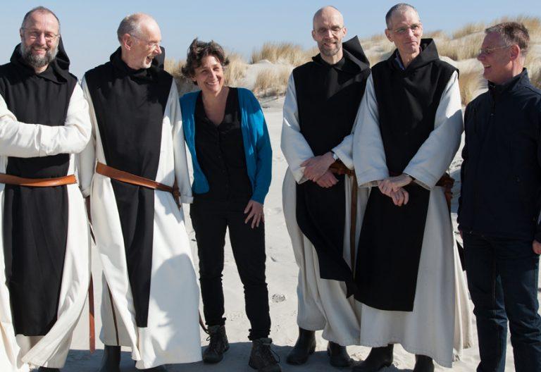 La directora Anne Ch. Girardot con los cistercienses de Sion