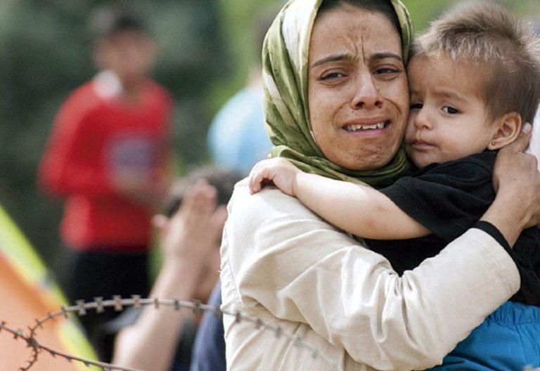 madre e hijo abrazos en la guerra
