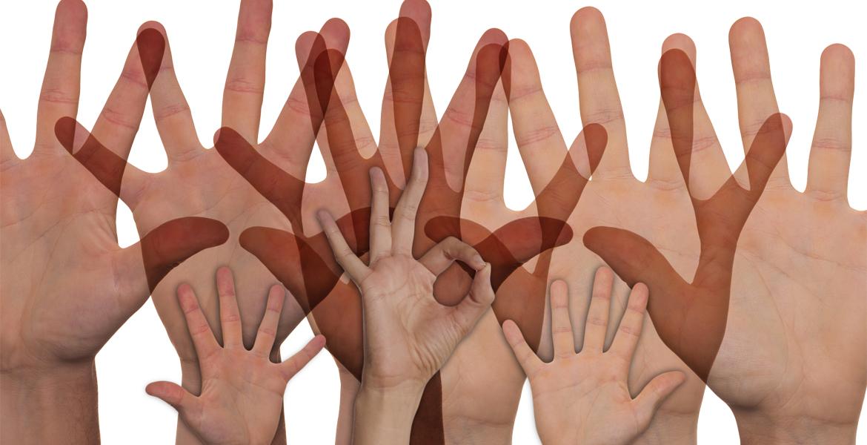 manos de voluntarios