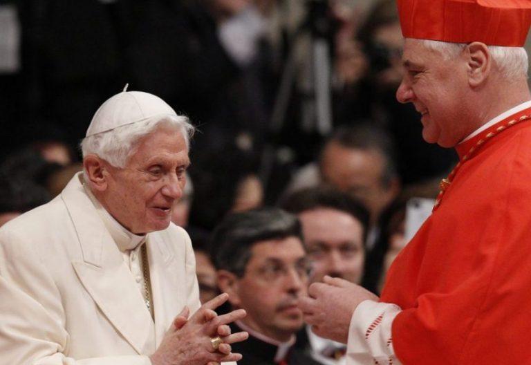 El Papa Benedicto XVI, con el cardenal Müller en una imagen de archivo
