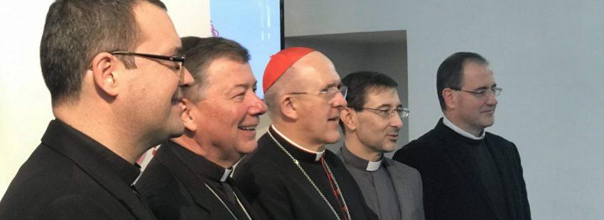 El cardenal arzobispo de Madrid, Carlos Osoro, con sus obispos auxiliares: Jesús Vidal, Juan Antonio Martínez Camino, José Cobo y Santos Montoya/JB