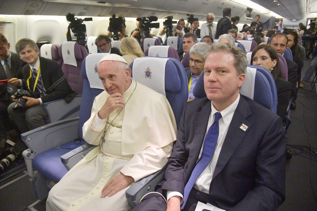 papa Francisco y Greg Burke rueda de prensa avión de vuelta Chile y Perú 22 enero 2018