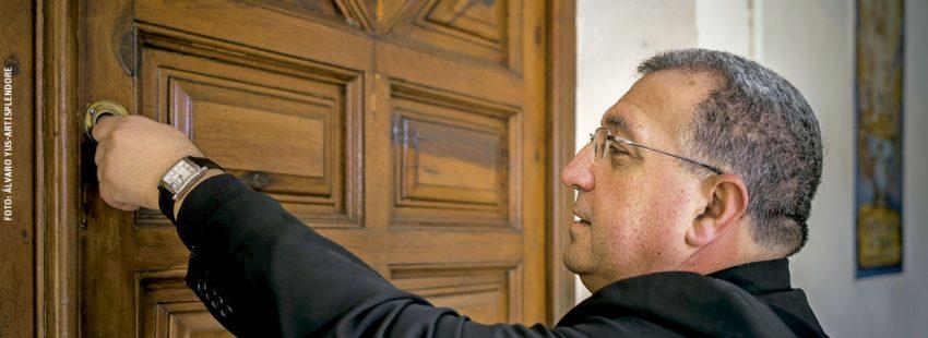 Ginés García Beltrán cierra la puerta de su despacho en la Diócesis de Guadix-Baza para trasladarse a Getafe