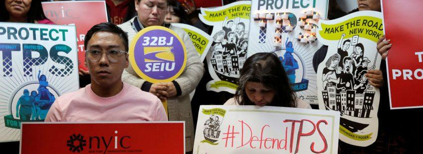 Migrantes salvadoreños protestan contra la retirada del TPS por Trump