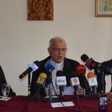 El cardenal Baltazar Porras, en una rueda de prensa en la Conferencia Episcopal de Venezuela