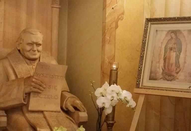 imagen de Juan Pablo II en la basílica de Wadowice
