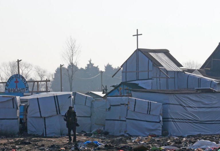 Un refugiado en el campamento de Calais