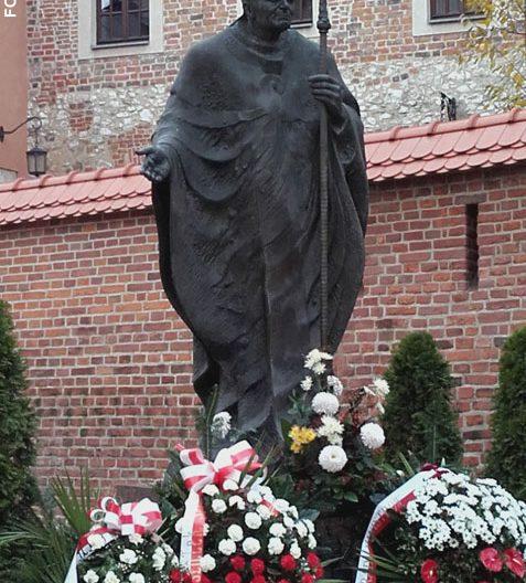 imagen de Juan Pablo II frente a la Catedral de Cracovia