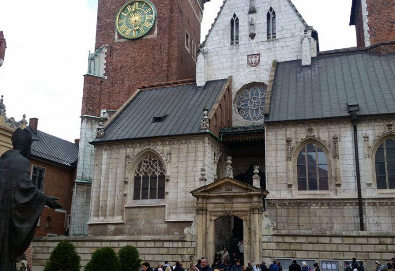 Catedral de Cracovia con la imagen de Juan Pablo II