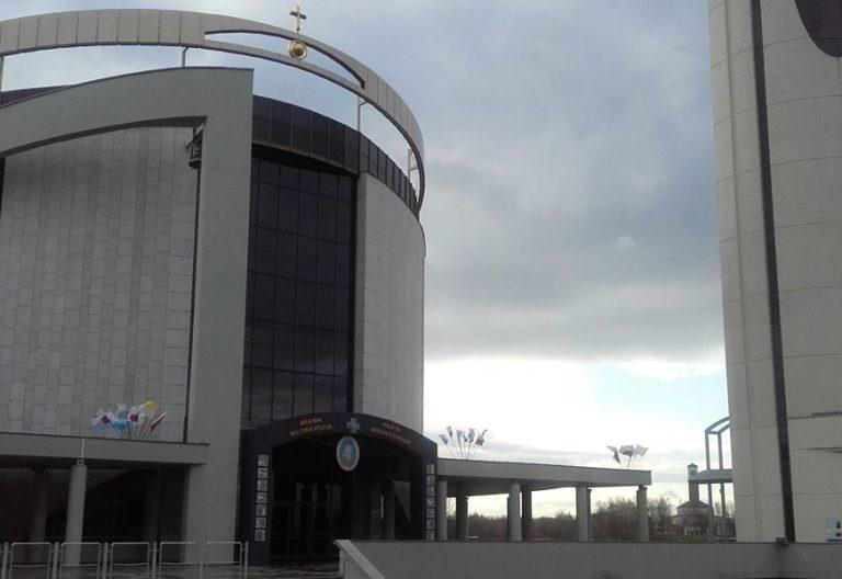 Puerta de la Misericordia en el Centro San Juan Pablo II de Cracovia