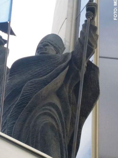 imagen de Juan Pablo II en el exterior de uno de los edificios Centro Juan Pablo II Cracovia