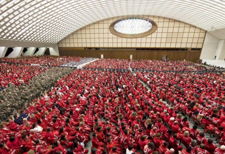 Los miembros de la Cruz Roja italiana, en audiencia con el Papa Francisco/EFE
