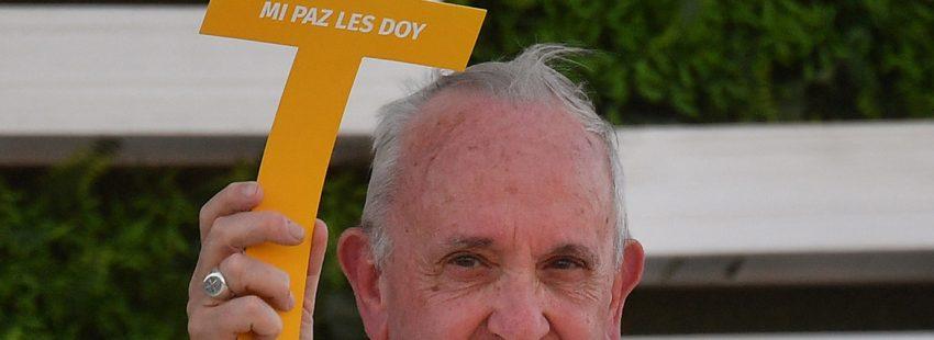 papa Francisco viaje a Chile con una cruz Mi paz os doy enero 2018
