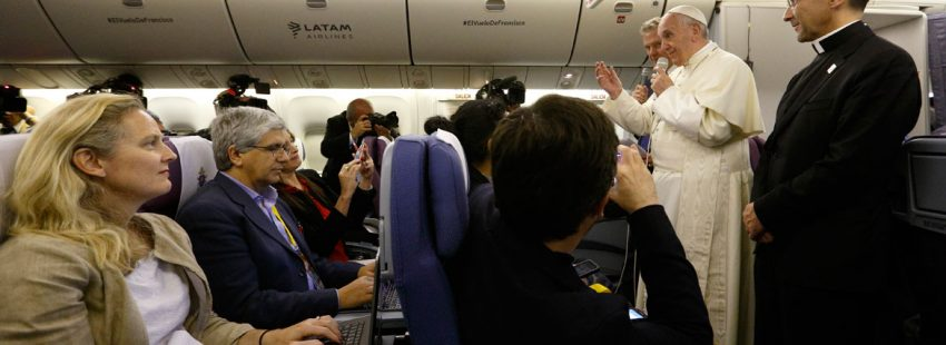 papa Francisco rueda de prensa avión periodistas vuelo de vuelta de Perú enero 2018