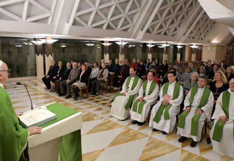 papa Francisco oficia la misa en Santa Marta 9 enero 2018