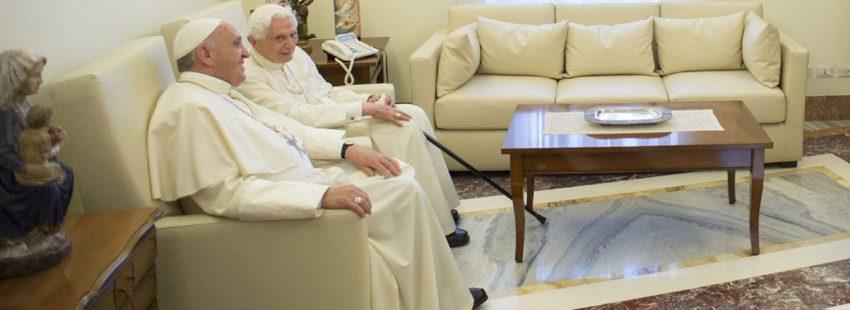 papa Francisco y Benedicto XVI en junio de 2015