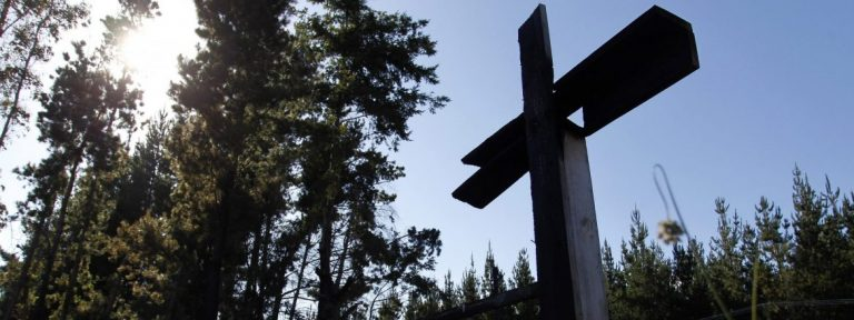 Iglesia incendiada en Cunco durante la visita del Papa Francisco a Chile