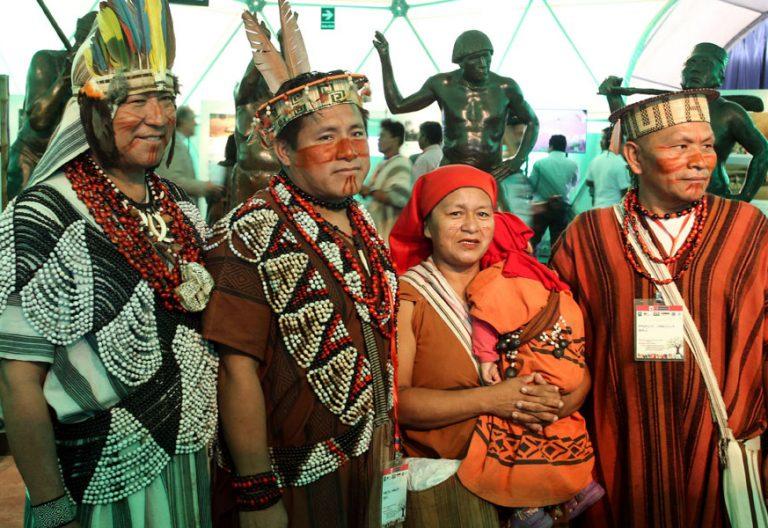 indígenas de la Amazonía durante la visita del papa Francisco a Perú enero 2018