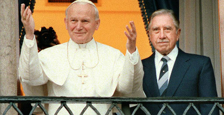 papa Juan Pablo II en Chile con el dictador Augusto Pinochet abril 1987