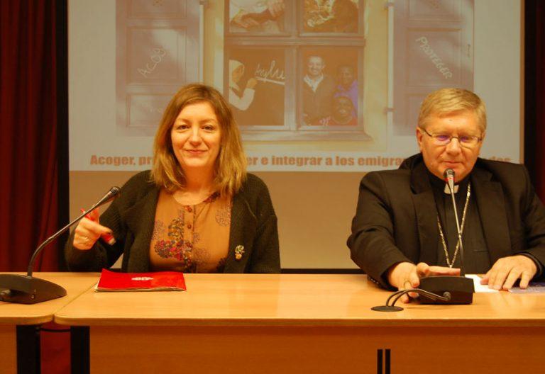 Natalia Peiro secretaria general de Cáritas y Juan Antonio Menéndez obispo responsable Migraciones CEE enero 2018