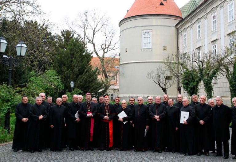 Los obispos de Croacia, durante una asamblea