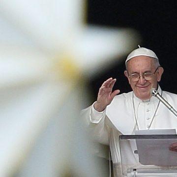 papa Francisco reza el ángelus Navidad 2017