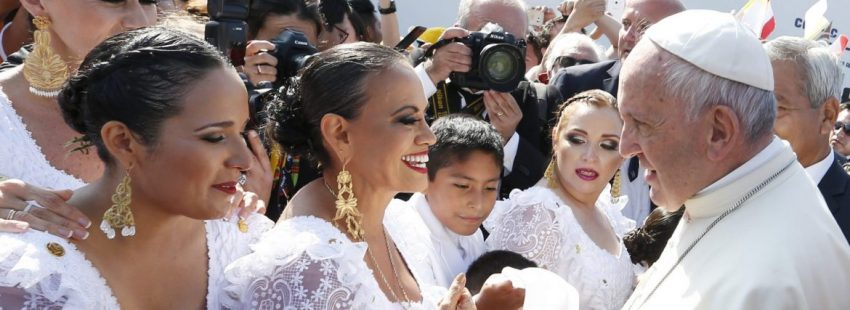 El Papa, durante su acogida en Trujillo, en Perú/EFE