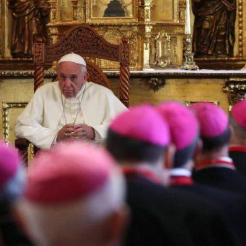 El Papa Francisco, reunido con los obispos peruanos en Lima/EFE