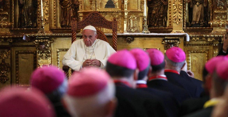 Papa y obispos