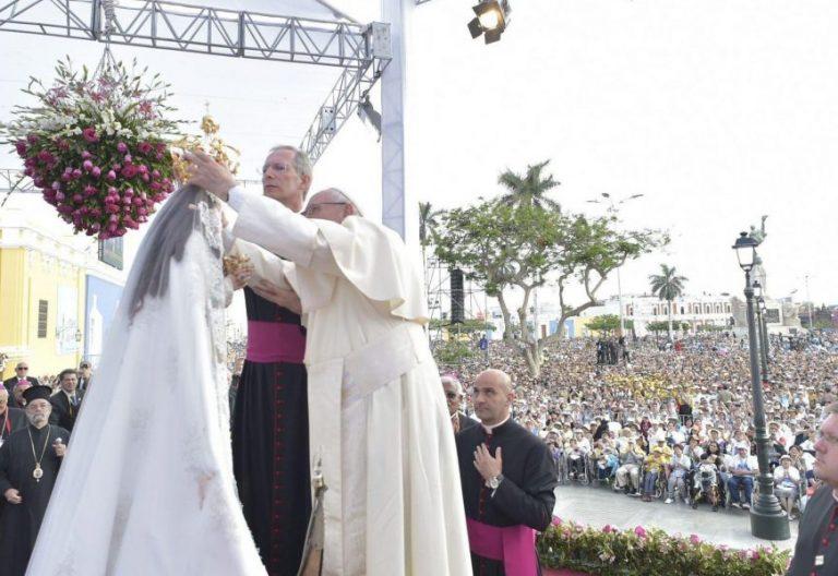 El Papa Francisco, durante la ceremonia mariana en Trujillo, en Perú /EFE