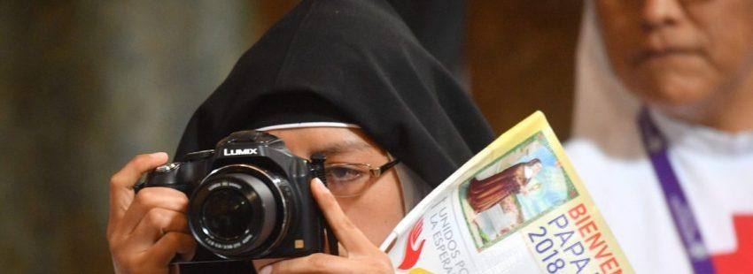 Una religiosa de clausura, en el encuentro con el Papa en Lima, Perú/EFE