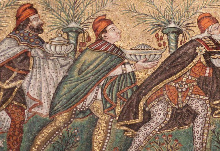fragmento de Los tres reyes magos, representados en el mosaico en San Apolinar el Nuevo de Rávena