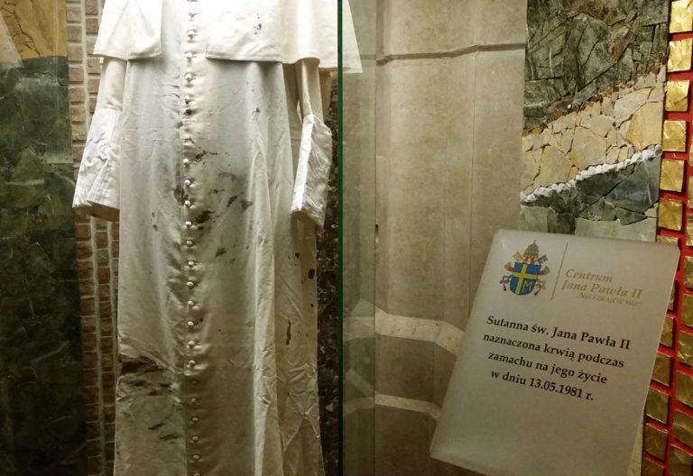 sotana de Juan Pablo II atentado 13 mayo 1981 santuario Cracovia