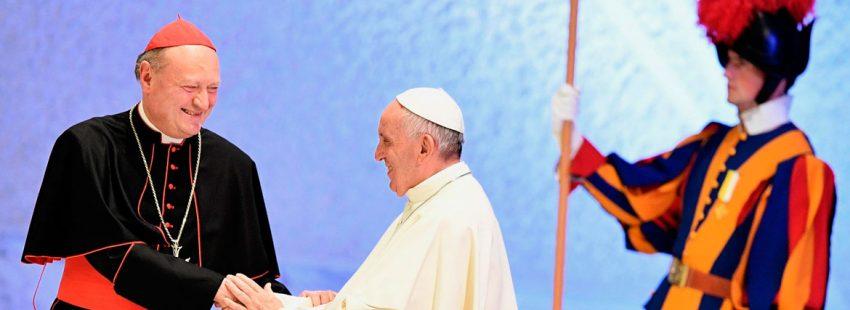El cardenal Gianfranco Ravasi, junto al papa Francisco