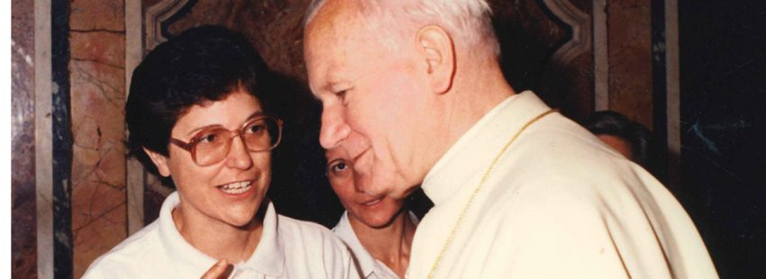 Esther Paniagua, con Juan Pablo II