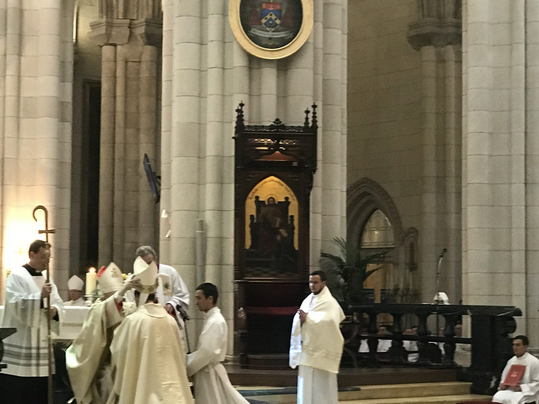 Carlos Osoro impone la mitra a los obispos auxiliares de Madrid/JB