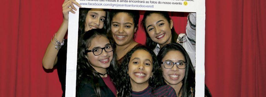 Un grupo de jóvenes brasileñas, en un encuentro previo al Sínodo de los obispos en Brasil